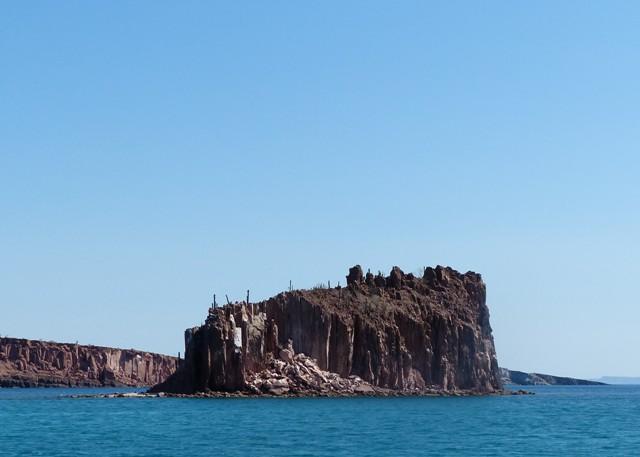 Isla Gallena, Ensenada de la Raza