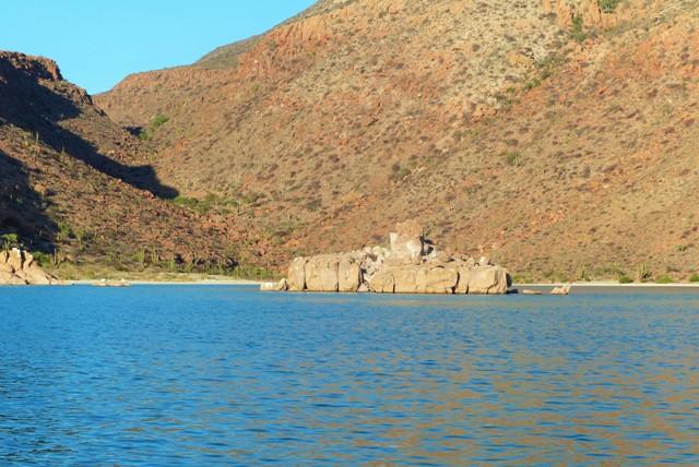 Roca Monumento, Ensenada del Candelero